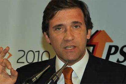 Interrumpen a Passos Coelho en el Parlamento portugués al canto de 'Grandola, Vila Morena'