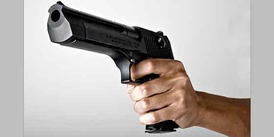 La Policía busca al facineroso que tiroteó a su pareja en Vallecas y huyó con su hijo