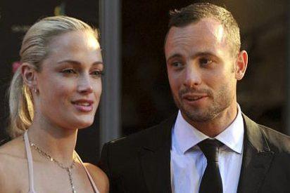 Pistorius disparó a su novia modelo en la cabeza, pecho y pelvis y le acusan de asesinato premeditado
