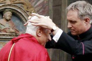 El secretario del Papa continuará siendo prefecto de la Casa Pontificia