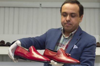 Piel de becerro neonato para los nuevos zapatos del papa emérito