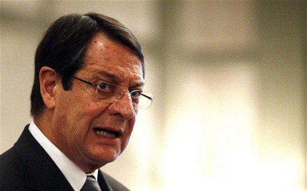 """El presidente de Chipre acusa a la eurozona de """"forzar al país a convertirse en un experimento"""""""