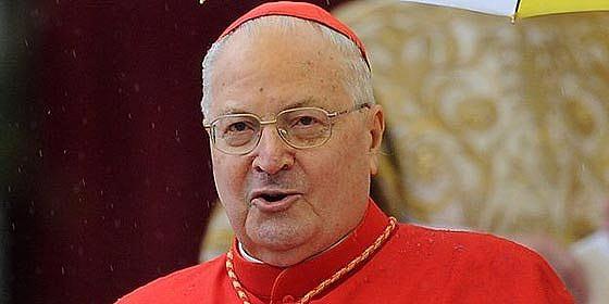 """Sodano exhorta a los cardenales a elegir un Papa """"que dé la vida por sus ovejas"""""""
