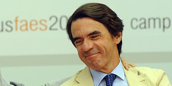 El PSOE multa a Aznar por pasear a sus perros por las playas de Marbella