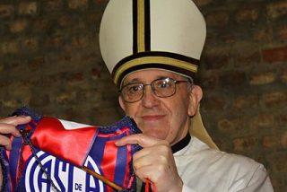 Un Papa que lee a Borges, tiene un pulmón menos y es aficionado al fútbol