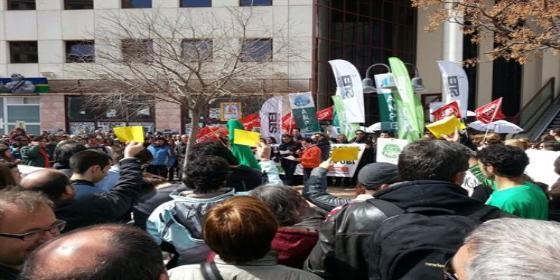Unas 2.000 personas se manifiestan a favor de la educación ante la 'callada' de Govern