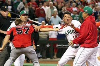 VÍDEO / Multitudinaria pelea a puñetazo limpio entre México y Canadá por una pelota de béisbol