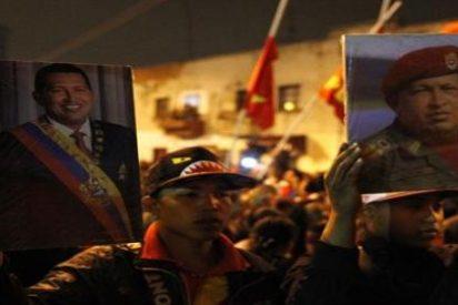 """La Casa Blanca ve """"absurda"""" la acusación de que EEUU provocó la muerte de Chávez"""