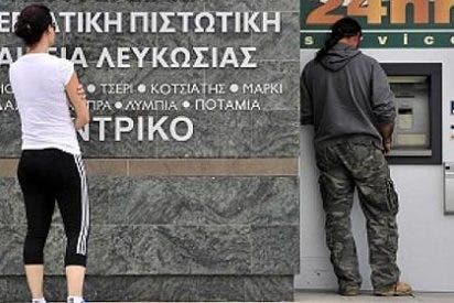 Los chipriotas sólo podrán sacar 100 € al día de los cajeros de los bancos