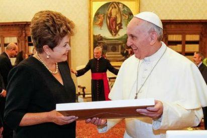 """Dilma Rousseff a Francisco: """"Nos une el compromiso por los pobres"""""""
