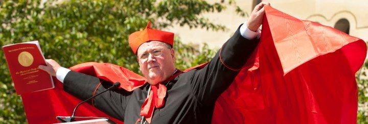 """Dolan desafía el silencio impuesto a los cardenales y les pide """"morir al pecado, a la corrupción, el escándalo y el mal"""""""
