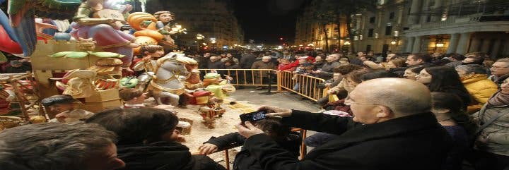 Monseñor Osoro visita las fallas valencianas con 60 seminaristas