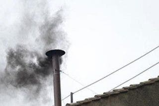 """Segunda """"fumata negra"""": No hay Papa tras tres votaciones"""