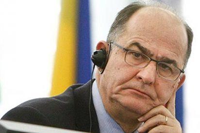 El vicepresidente del Parlamento Europeo sufre un infarto cerebral en pleno debate