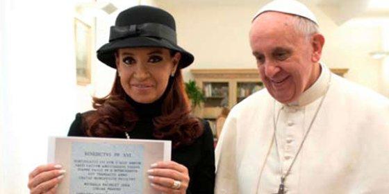 El mosqueo de los medios católicos tradicionales por el intensísimo sahumerio al Pontífice en 'El País'
