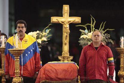 """Público babea con Chávez: """"Líder antiimperialista e inmortal"""""""