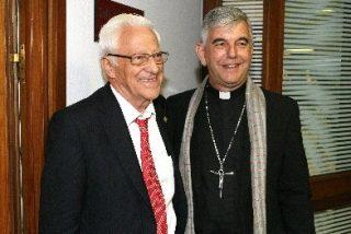 El Padre Angel, en el Club SXXI, con Mons. Kike Figaredo