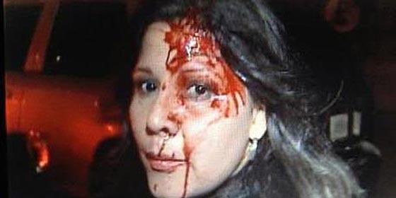 Las turbas chavistas agreden a una periodista que plantó cara a Chávez