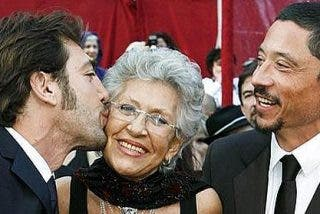 Javier Bardem fletó un avión privado para trasladar a su madre a España
