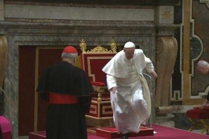 El Papa Francisco tropezó en la audiencia de ayer