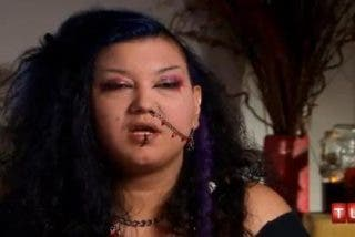 Una extraña 'mujer vampiro' se bebe un litro de sangre todos los días como si tal cosa