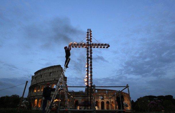 Via crucis del Coliseo de los jóvenes libaneses