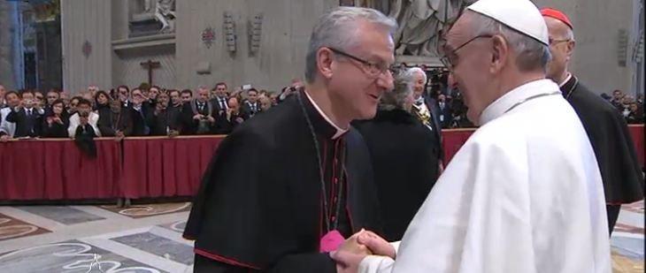 Besamanos al Papa Francisco