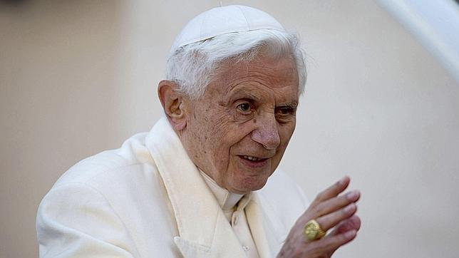 Lombardi niega que Benedicto XVI esté enfermo