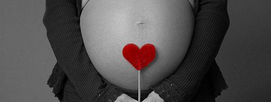 Una madre forzó a su hija de 14 años a quedarse embarazada con semen comprado en Internet