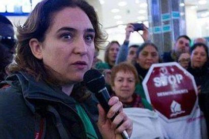 Si no te hacen un escrache no eres nadie: Ada Colau está surtiendo al PP de mártires