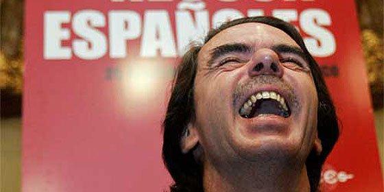 Marbella no sancionará a Aznar por pasear a sus perros sueltos por la playa