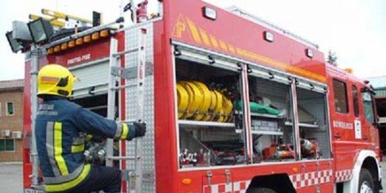 Un herido leve al declararse un espectacular incendio en nave del Polígono Son Castelló