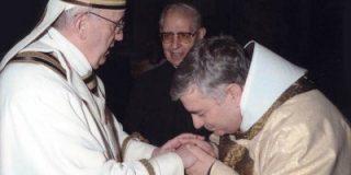 Francisco se reunió con Fray José R. Carballo