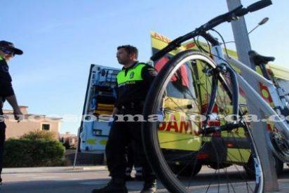 Un conductor atropella a un menor que iba en bicicleta en un paso cebra y se da a la fuga
