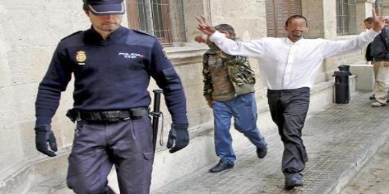 Un preso en tercer grado le rompe la tráquea a un policía de Palma y el juez le deja libre