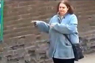 La señora gorda que baila en la parada del autobús triunfa en la Red
