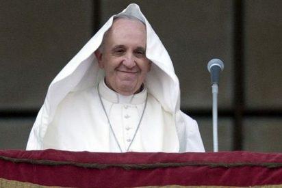 El Papa crea una comisión de cardenales para reformar la Curia