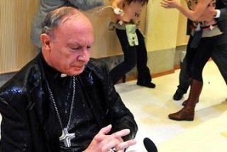 Activistas de Femen arrojan agua bendita al jefe de la Iglesia católica belga