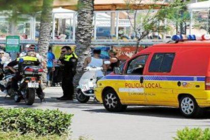 Muere tras haber sido aplastado por un coche un vendedor ambulante que huía de la Policía en la Playa de Palma