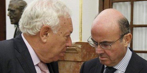 Margallo y De Guindos compiten por hacerse con la cabeza de Montoro