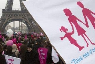 El diario vaticano reclama un referéndum popular sobre el matrimonio gay en Francia