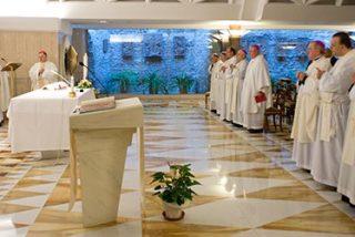 """Francisco: """"La Iglesia no es una organización burocrática sino una historia de amor"""""""