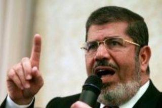 El expresidente de Egipto Mohamed Morsi se desploma ante el tribunal y muere 'in situ'