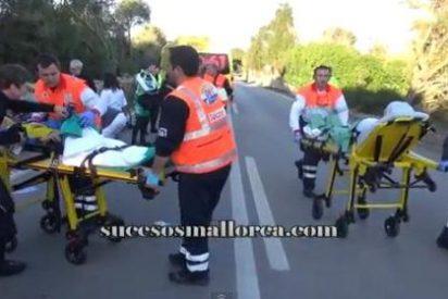 Un conductor arrolla a un pelotón de ciclistas en la carretera de Muro y se da a la fuga
