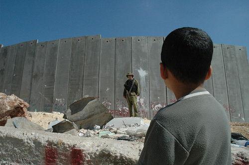 """Cristianos palestinos al Papa: """"Intervenga en contra del muro"""""""