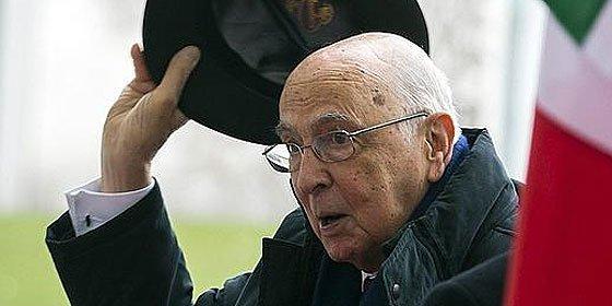 "Giorgio Napolitano acepta presidir Italia otra vez por ""responsabilidad"""