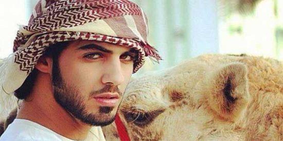 [Video] Arabia Saudí expulsa a un fotógrafo por ser 'irresistible para las mujeres'