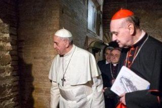 Francisco reza con Pedro