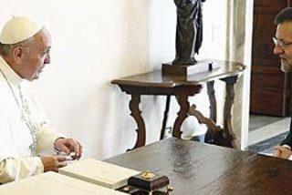Rajoy agradece al Papa el papel de la Iglesia en la crisis y le invita a visitar España