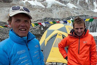 Pelea a puñetazo limpio entre alpinistas y sherpas en la cima del mundo